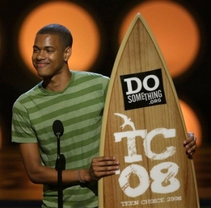 Chad Bullock wins Teen Choice Award for good deeds done.