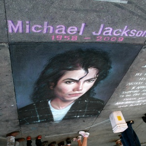 Sidewalk-chalk tribute to Michael Jackson ... not Bad....