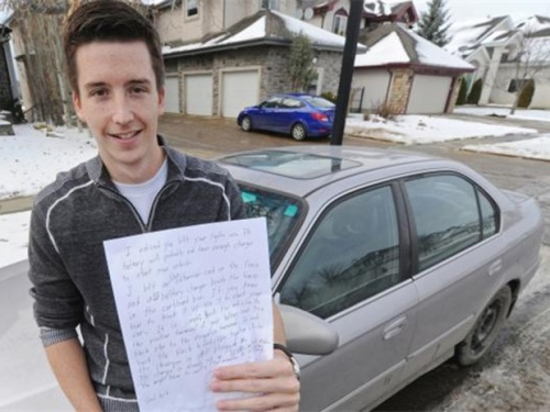 Derek Murray holds a note that was left on his windshield yesterday after he parked his car in a residential neighbourhood and left his lights on before he took the LRT to school. When he got back, a man had left the note and a battery charger for him. (Credit: John Lucas / Postmedia News)